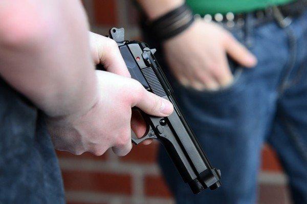 Si può uscire di casa con una pistola giocattolo o è reato?