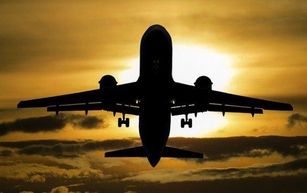 Cosa fare per lavorare come hostess di volo