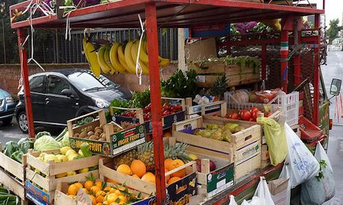 Quando l'ambulante di frutta e verdura dà fastidio ai residenti