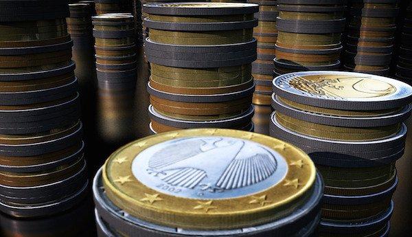 Quali rischi a lasciare troppi soldi sul conto corrente - Nascondere soldi in casa ...
