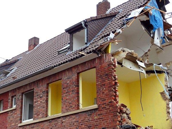 Demolizione degli abusi edilizi, prima gli ecomostri