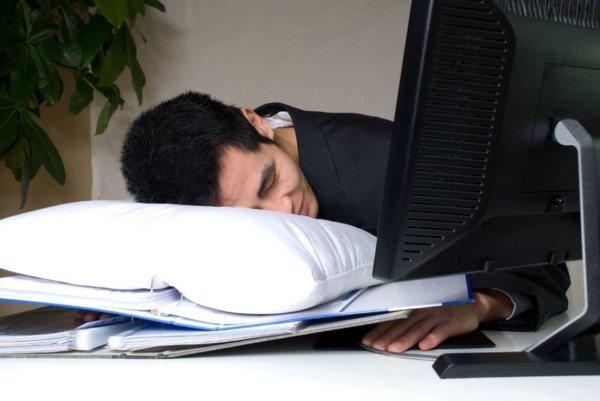 Il dipendente che finge di lavorare si può denunciare per truffa