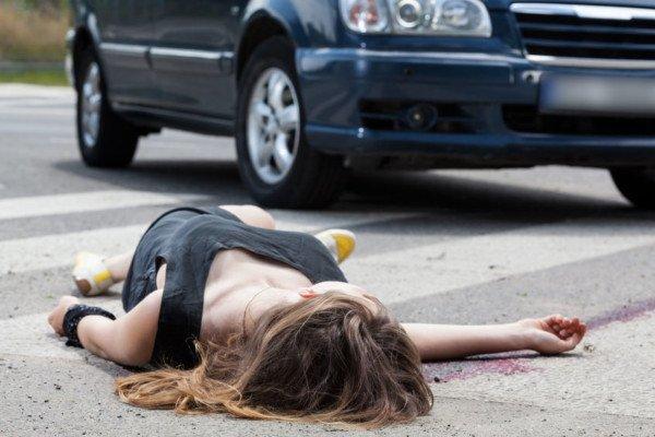 Passeggero senza cintura: il conducente è responsabile