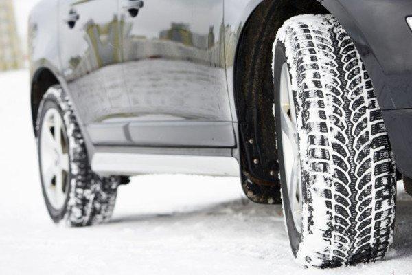 Catene o gomme invernali gratis sull'auto a noleggio