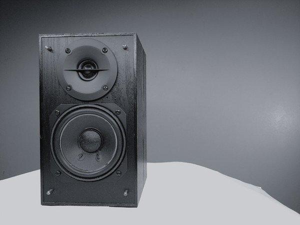 Limiti decibel per il rumore delle attività commerciali