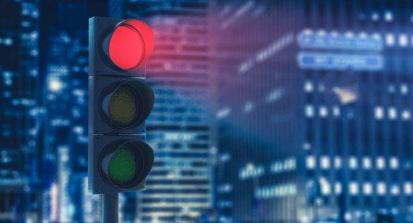 Multa per chi passa col semaforo giallo