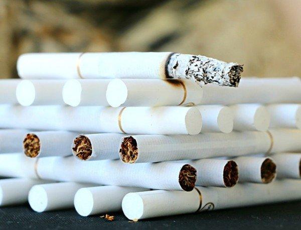 Il tabaccaio può chiedermi i documenti per vendermi le sigarette?