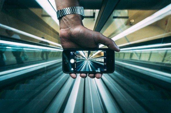 Cellulare all'estero: quanto costa dopo l'addio al roaming?