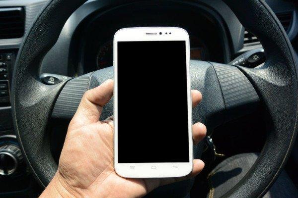 Incidente stradale: la polizia può sequestrare il cellulare