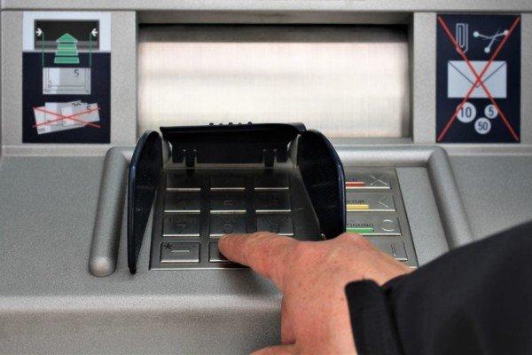 Come prelevare allo sportello automatico ATM