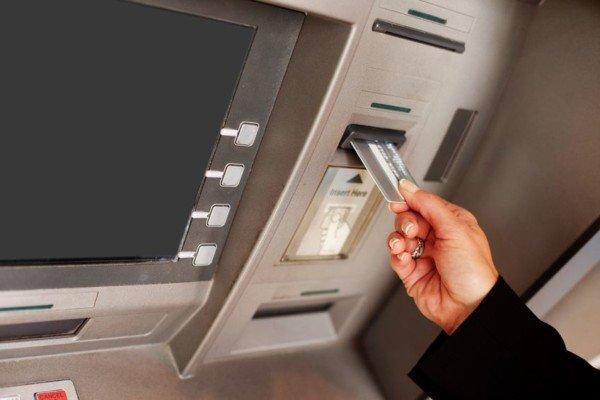Che fare se la banca blocca il bancomat?