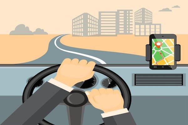 Cellulare alla guida: vietato l'uso del navigatore satellitare