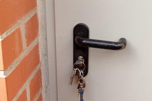 È possibile chiudere fuori di casa il coinquilino?