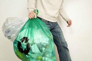 Che fare se il condomino lascia la spazzatura sul pianerottolo