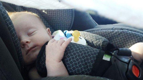 """Bambini dimenticati in auto: in arrivo la legge """"salva bebè"""""""