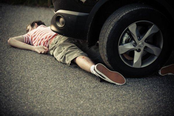 Sdraiarsi davanti alla propria auto per protesta è legale?