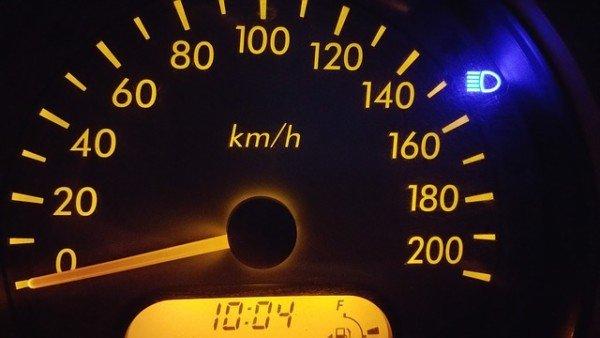 Multa nulla se si supera di poco il limite di velocità