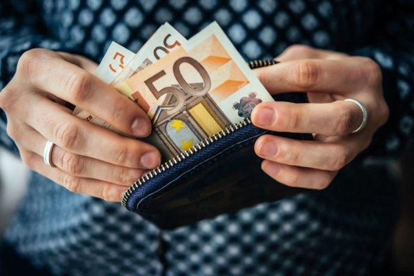 Uso contanti: si abbassa di nuovo la soglia dei 3mila euro