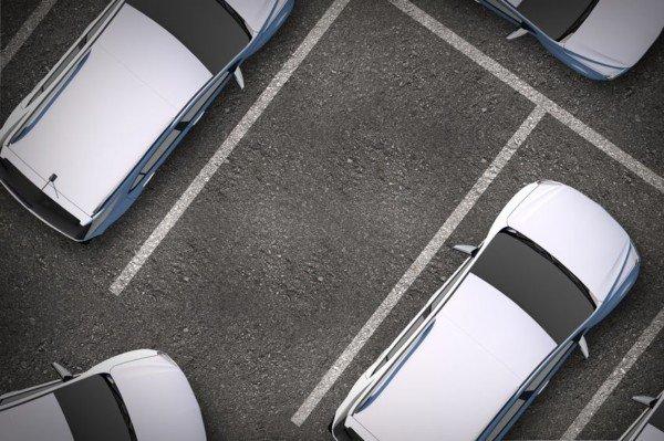 Parcheggio abusivo nel cortile di condominio: che fare?