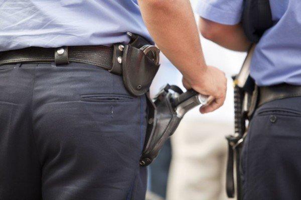 Come denunciare un poliziotto per abuso di atti di ufficio