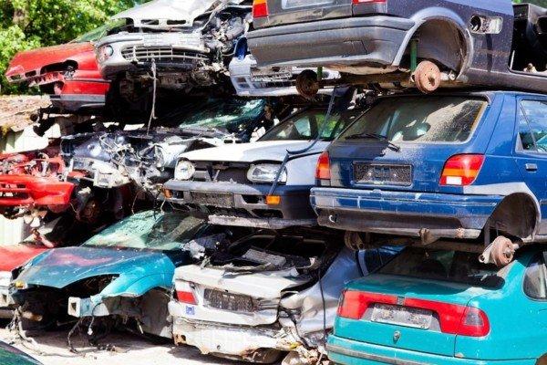 Assicurazione di un'auto rottamata: cosa fare