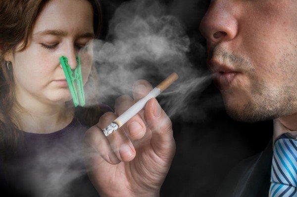 Fumo passivo al lavoro: c'è il diritto al risarcimento