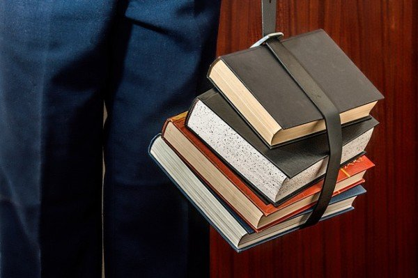 a4953f075690a0 È legale vendere o comprare libri usati?
