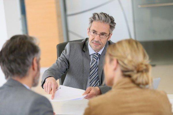 Titoli e specializzazioni: professionisti obbligati a comunicarli ai clienti