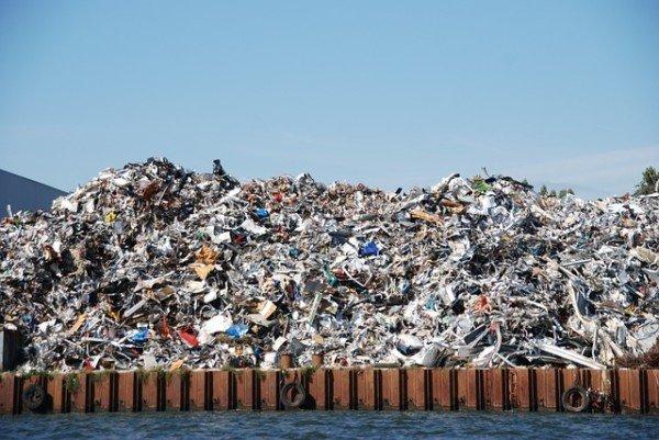 Rogo rifiuti speciali: cosa si rischia?