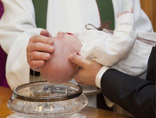 Padrino e madrina di battesimo hanno responsabilità legali?