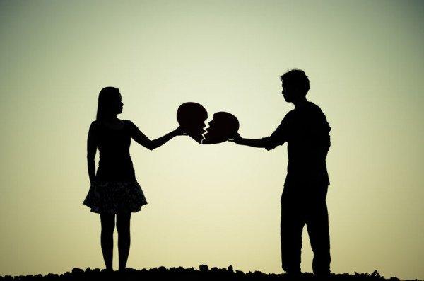 Divorzio: evitare il mantenimento intestando la casa al figlio