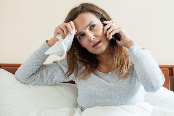 Lavoratore assente per malattia: può lavorare da casa?
