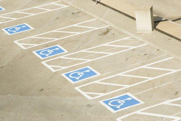 Parcheggio disabili occupato: che fare?