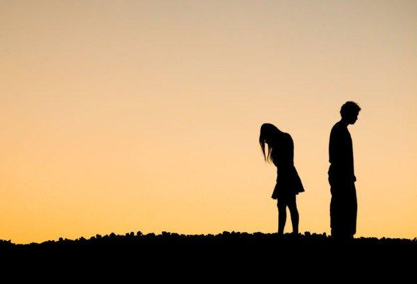 Padre indifferente rifiuta contatti coi figli: paga i danni morali