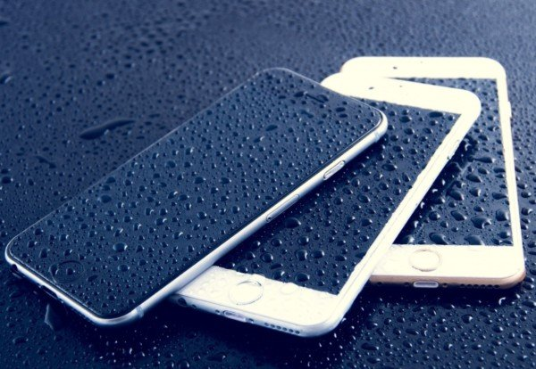 Smartphone in acqua, come comportarsi?