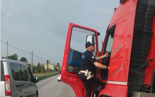 Tachigrafo con calamita: così la polizia scopre gli imbrogli
