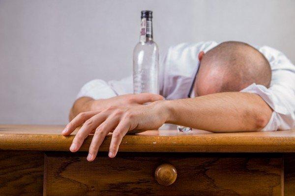 Provvedimenti per genitore che beve