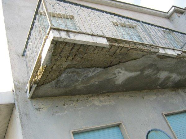 Ringhiere e frontalini balcone: chi paga
