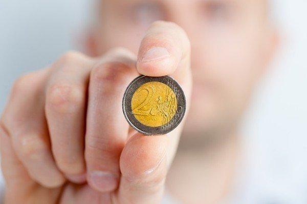 Possiamo fare a meno dei contanti? Che succederebbe senza?