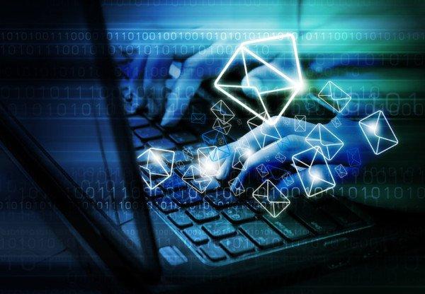 Divulgare un'email con una offesa ricevuta è diffamazione?