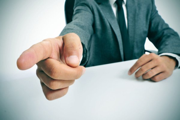 Offese al capo su gruppo WhatsApp: rischio di licenziamento?