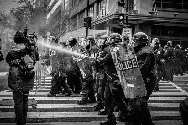 Quando la polizia può caricare