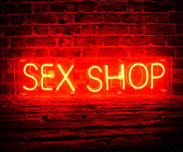 Sexy shop in condominio: è possibile vietarne l'apertura?