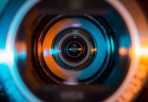 Intervista con telecamera nascosta: un giornalista può riprendere?