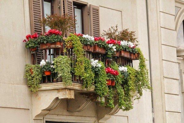 Pittura delle ringhiere del balcone: a chi spetta?