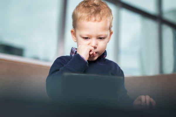 Foto di figli su Facebook e Instagram: è vietato?