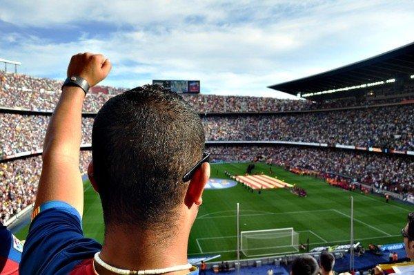 Abbonamento a partite di calcio ma stadio squalificato: che fare?