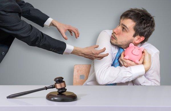 Risparmi versati in banca: quando si rischia?