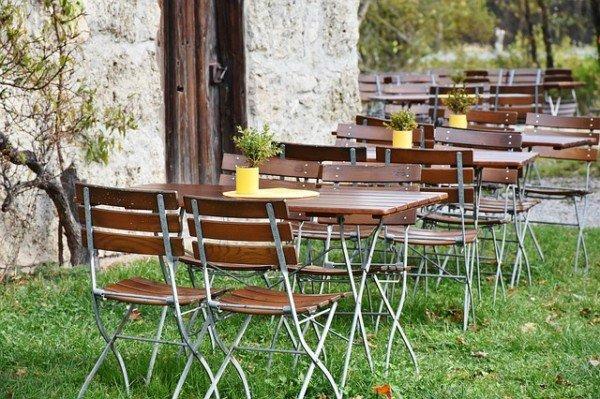 Invasione insetti ristorante all'aperto: posso non pagare?