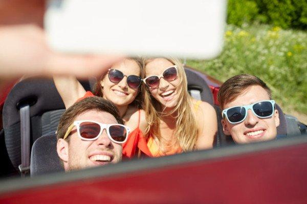 Video durante la guida: rischio la multa se lo pubblico?